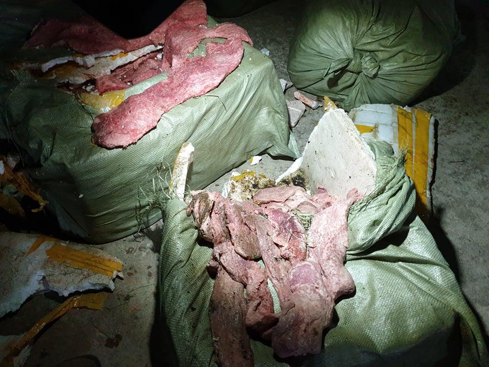 Lạng Sơn: Bắt 40 bao tải chứa hơn 1 tấn nầm lợn nhập lậu từ Trung Quốc  - Ảnh 1.