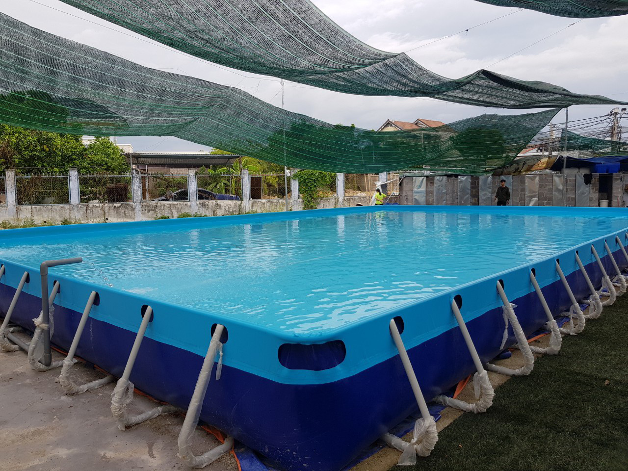 Thầy giáo đầu tư hồ bơi cho học sinh vùng ven học bơi dịp hè - Ảnh 3.