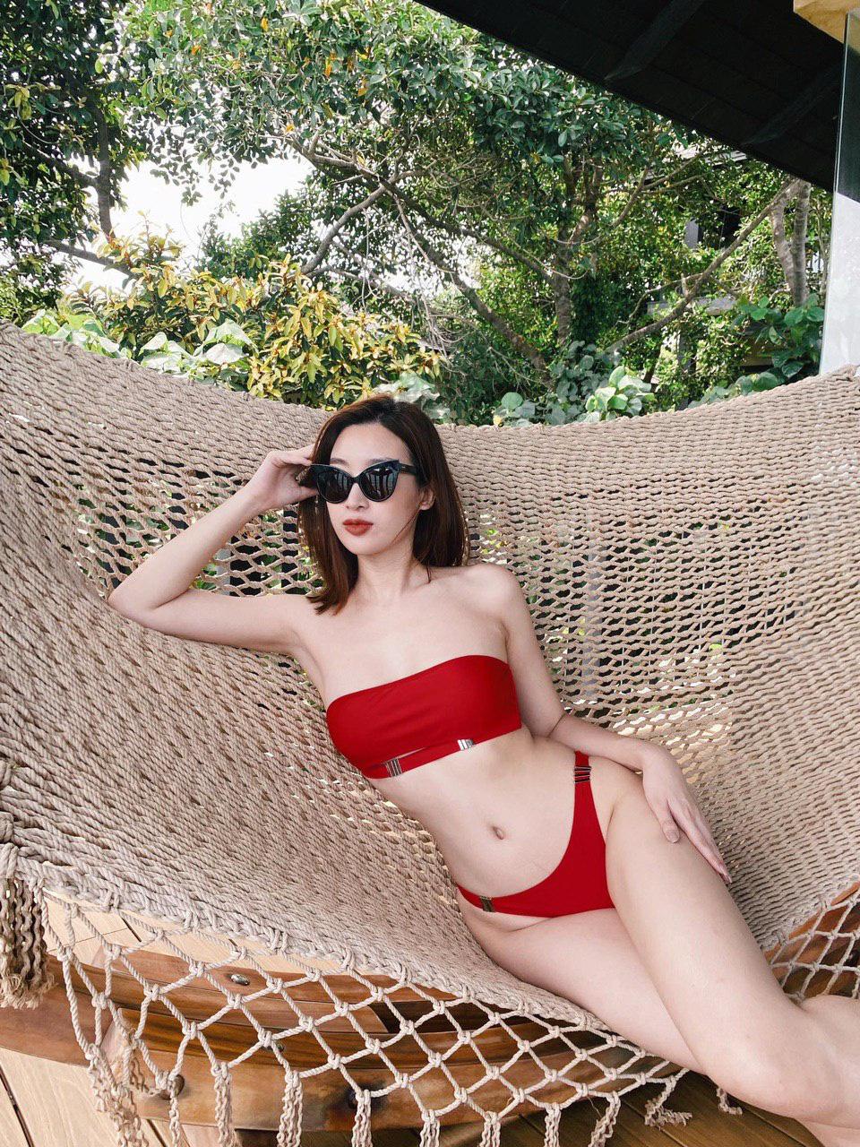 """Đỗ Mỹ Linh hiếm hoi mặc bikini quyến rũ hút mắt khiến dân mạng """"thổn thức"""" - Ảnh 1."""
