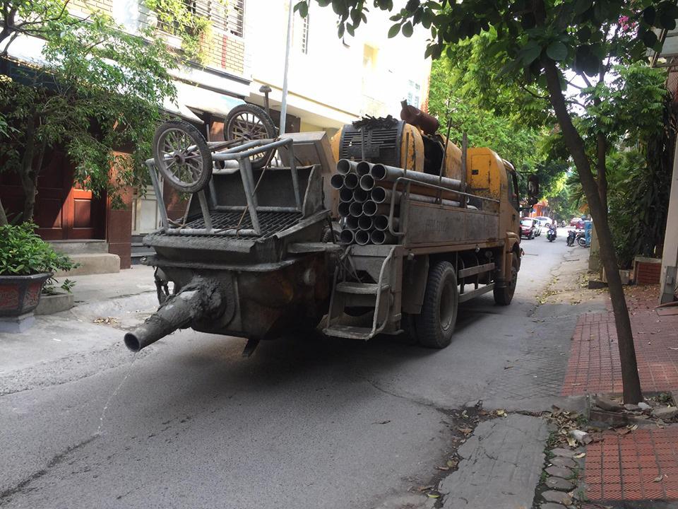 """Hà Nội: Dân bức xúc về đoạn đường cứ mưa là biến """"thành sông"""" - Ảnh 3."""