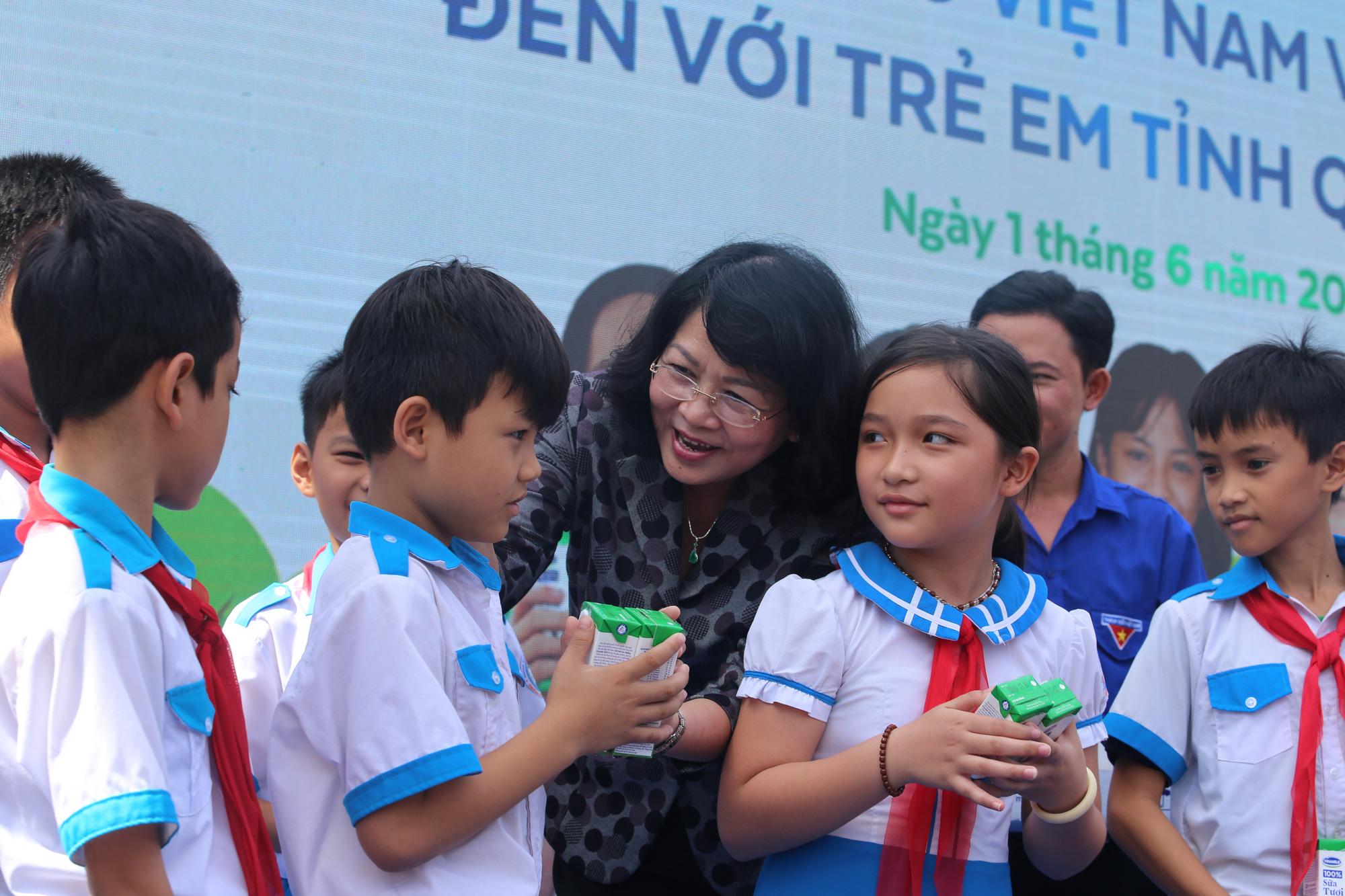 Quảng Nam: Hơn 34.000 trẻ em miền núi, khó khăn được uống Sữa học đường - Ảnh 2.