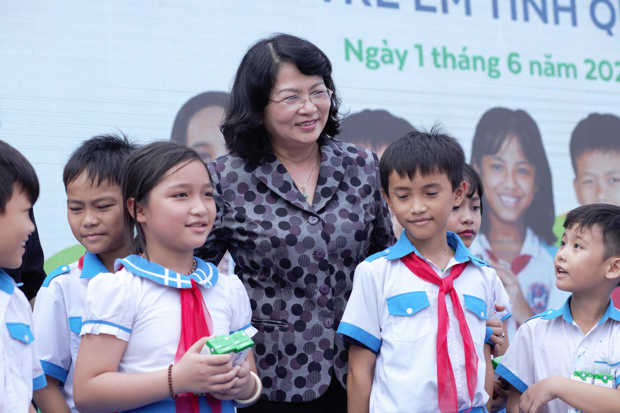 Quảng Nam: Hơn 34.000 trẻ em miền núi, khó khăn được uống Sữa học đường - Ảnh 1.