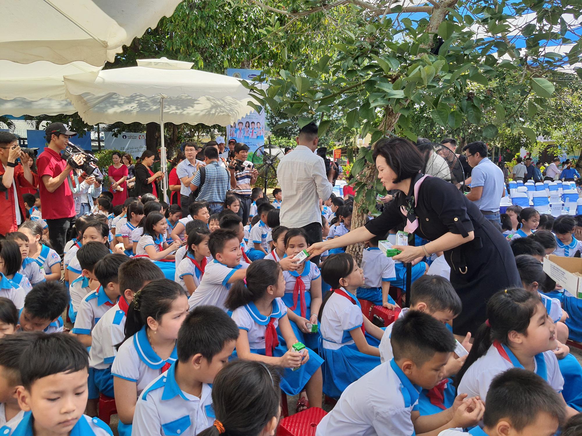 Quảng Nam: Hơn 34.000 trẻ em miền núi, khó khăn được uống Sữa học đường - Ảnh 4.