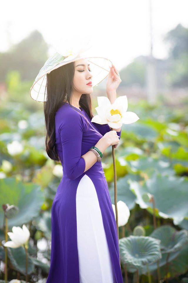 HOT showbiz: BTV Hoài Anh tung ảnh xinh đẹp như thiếu nữ đẹp hút mắt bên sen - Ảnh 7.