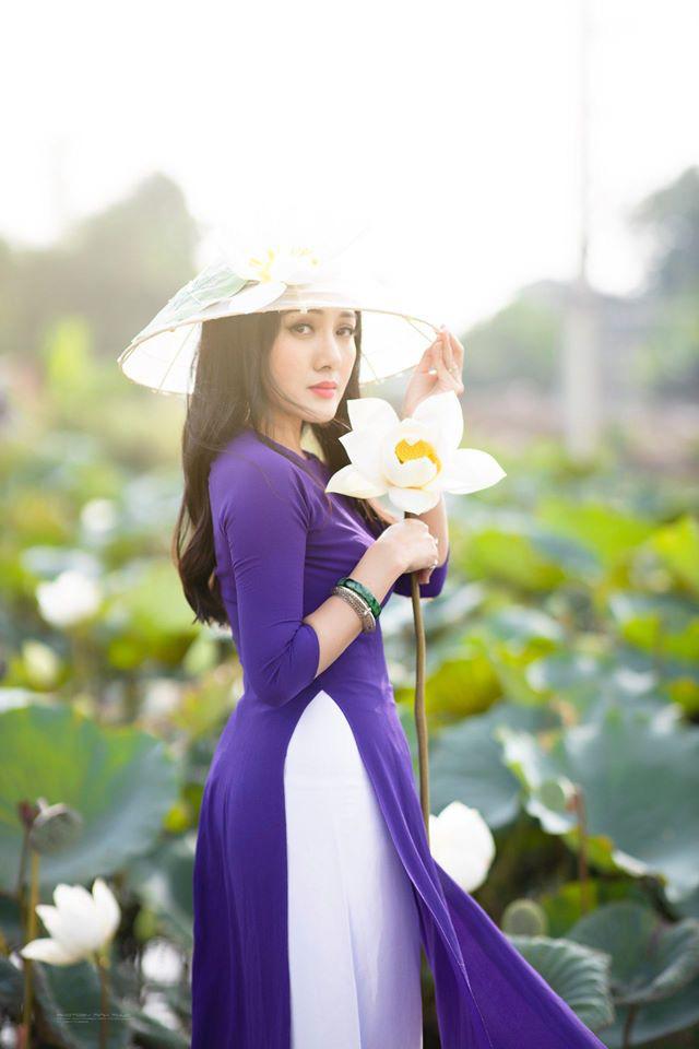 HOT showbiz: BTV Hoài Anh tung ảnh xinh đẹp như thiếu nữ đẹp hút mắt bên sen - Ảnh 5.