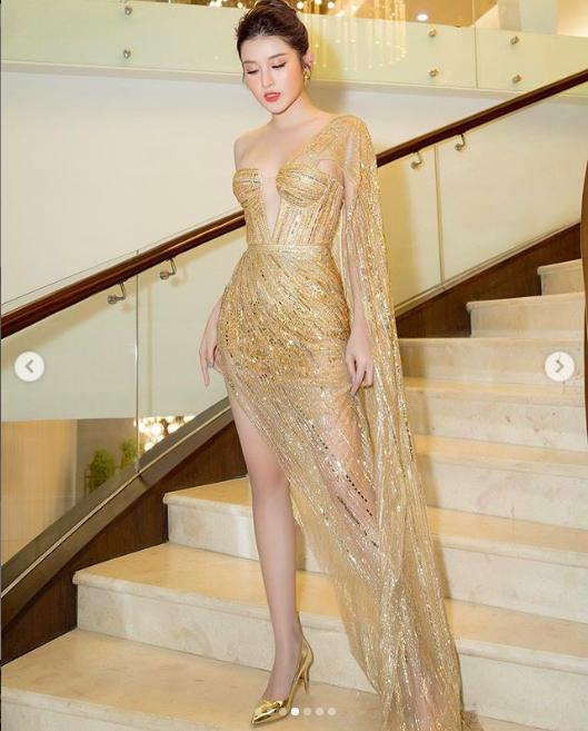 """""""Mỹ nhân top mặt đẹp nhất thế giới"""" mặc lại váy xuyên thấu của Trương Quỳnh Anh vẫn gây """"sốt"""" - Ảnh 2."""