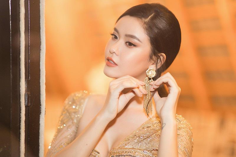 """""""Mỹ nhân top mặt đẹp nhất thế giới"""" mặc lại váy xuyên thấu của Trương Quỳnh Anh vẫn gây """"sốt"""" - Ảnh 9."""