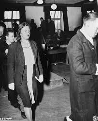"""Nữ đồ tể khát máu của Hitler có biệt danh """"con quỷ"""" - Ảnh 9."""