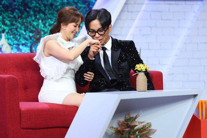 HOT showbiz: Khánh Thi vượt qua tin đồn chồng trẻ kém 12 tuổi ngoại tình thế nào? - Ảnh 1.