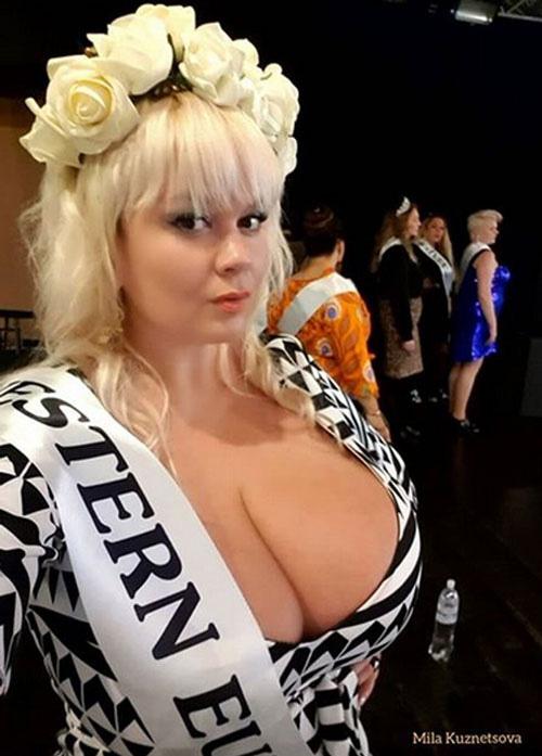 Hoa hậu vòng 1 ngoại cỡ chuyển nghề làm võ sỹ - Ảnh 4.