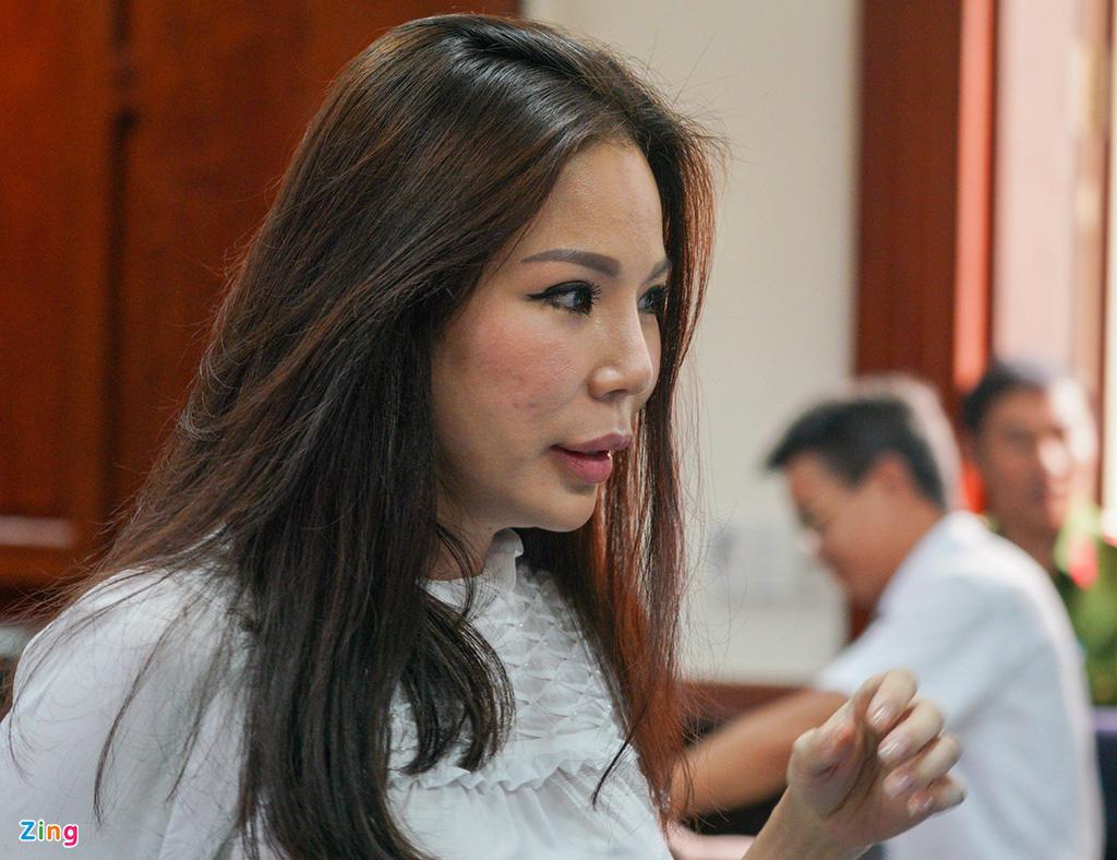 Tòa đề nghị làm rõ vai trò bà Trần Hoa Sen vụ chém bác sĩ Chiêm Quốc Thái - Ảnh 2.