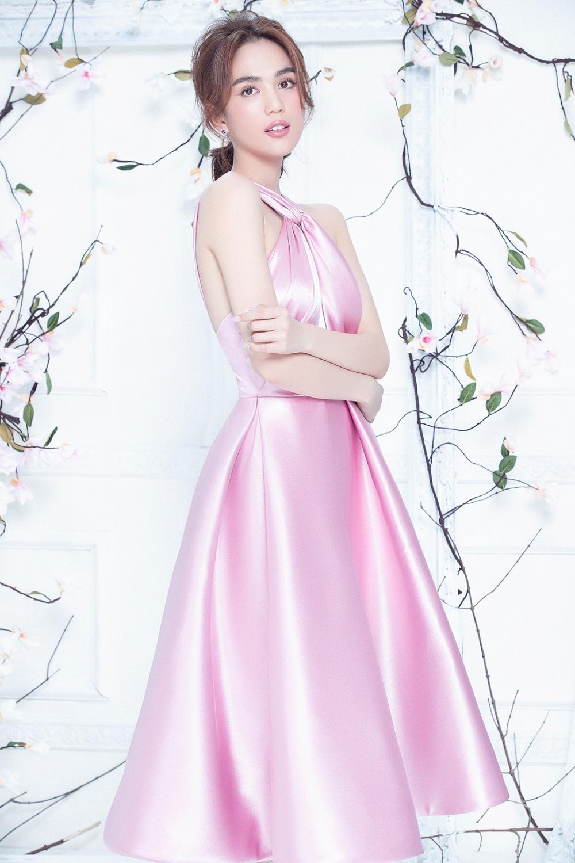 """Ngọc Trinh mặc váy xuyên thấu đẹp như công chúa bị """"soi"""" chi tiết kém duyên - Ảnh 1."""