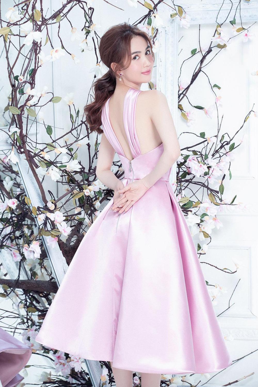 """Ngọc Trinh mặc váy xuyên thấu đẹp như công chúa bị """"soi"""" chi tiết kém duyên - Ảnh 9."""