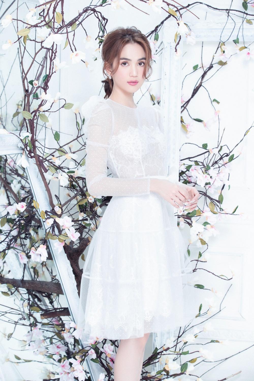 """Ngọc Trinh mặc váy xuyên thấu đẹp như công chúa bị """"soi"""" chi tiết kém duyên - Ảnh 8."""