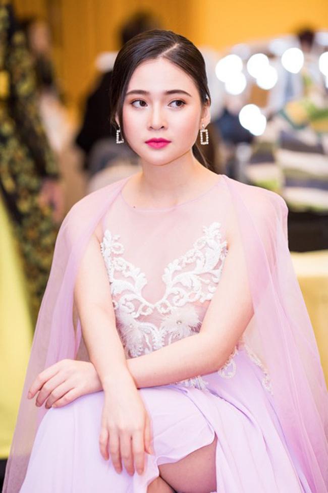 """Nhan sắc """"hotgirl"""" Thái Thảo Nguyên xuất hiện trong đoạn chat bị lộ của Quang Hải - Ảnh 8."""