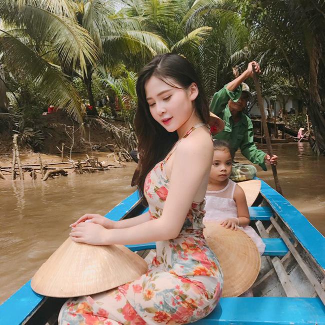 """Nhan sắc """"hotgirl"""" Thái Thảo Nguyên xuất hiện trong đoạn chat bị lộ của Quang Hải - Ảnh 7."""
