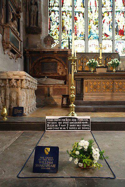 Bí ẩn lời nguyền trên mộ đại thi hào William Shakespeare - Ảnh 2.