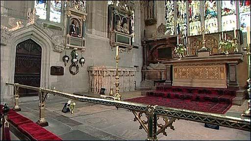 Bí ẩn lời nguyền trên mộ đại thi hào William Shakespeare - Ảnh 3.