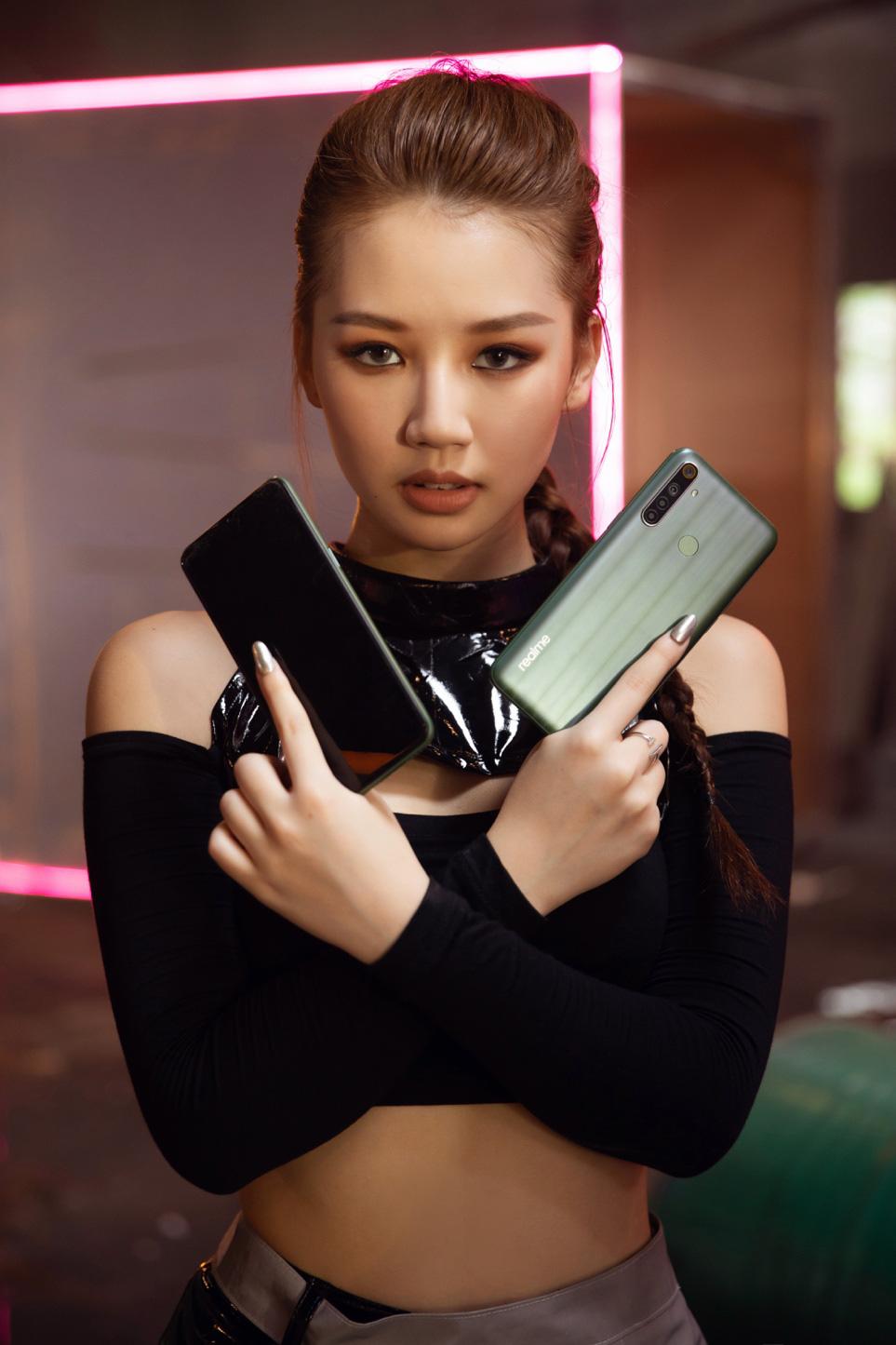 Amee hóa thân thành nhiều nhân vật game trong MV mới - Ảnh 2.