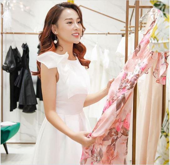 Phương Oanh hào hứng chọn váy áo: Chọn một khoảnh khắc thật tươi để làm điểm nhấn trong tim anh.
