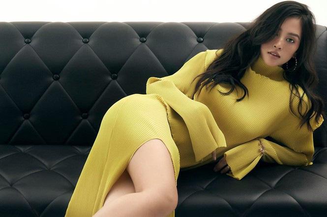"""Phương Trinh Jolie mặc mốt """"quên"""" nội y, Lan Khuê gây """"sốt"""" vì dáng đẹp như tranh - Ảnh 7."""