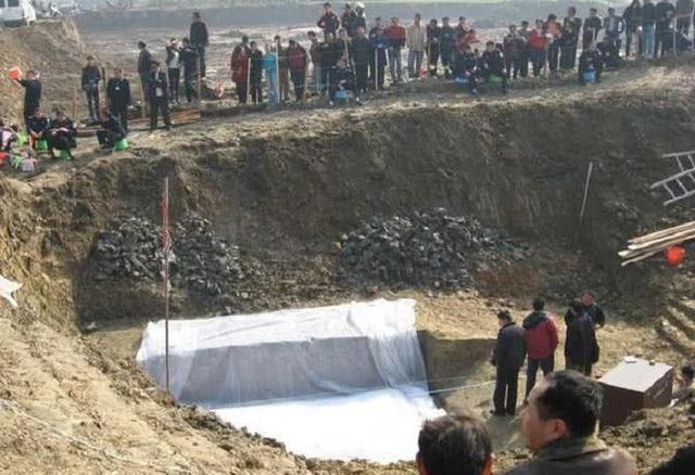 """Lần đầu tiên trong lịch sử, các chuyên gia phải nhờ đến kẻ đạo mộ """"giải cứu"""" bảo vật quốc gia bị kẹt trong mộ - Ảnh 2."""
