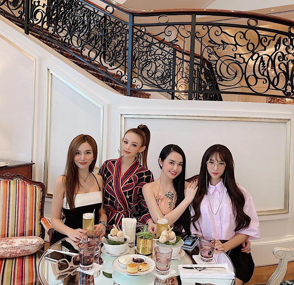 """Dàn hot girl Hà thành đời đầu """"đổi đời"""" thành hot mom giàu có, sang chảnh sở hữu nhà trăm tỷ - Ảnh 1."""