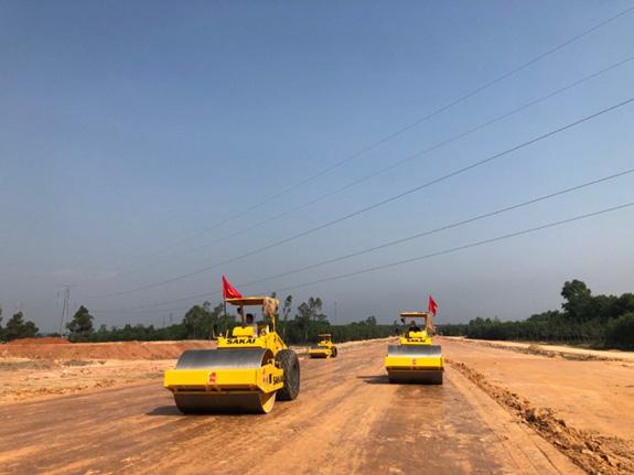 """Khởi công 3 dự án cao tốc Bắc - Nam, nhà thầu vẫn là """"ẩn số"""" - Ảnh 1."""