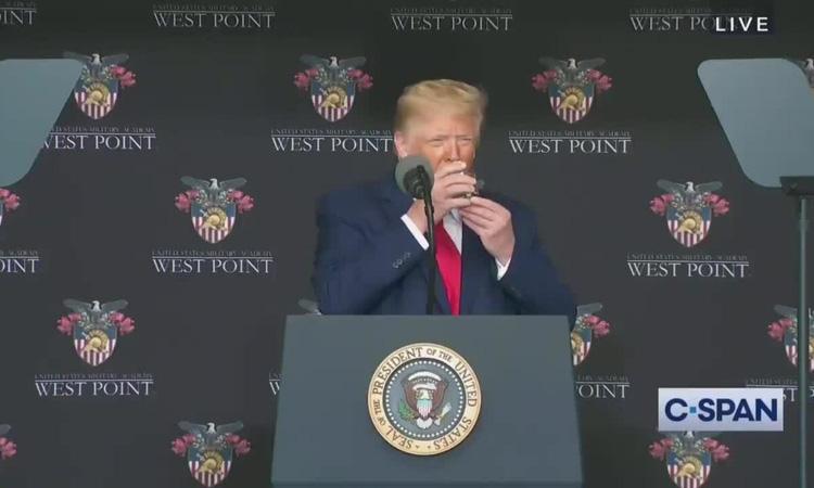 Trump nỗ lực dập hình ảnh yếu đuối - Ảnh 2.