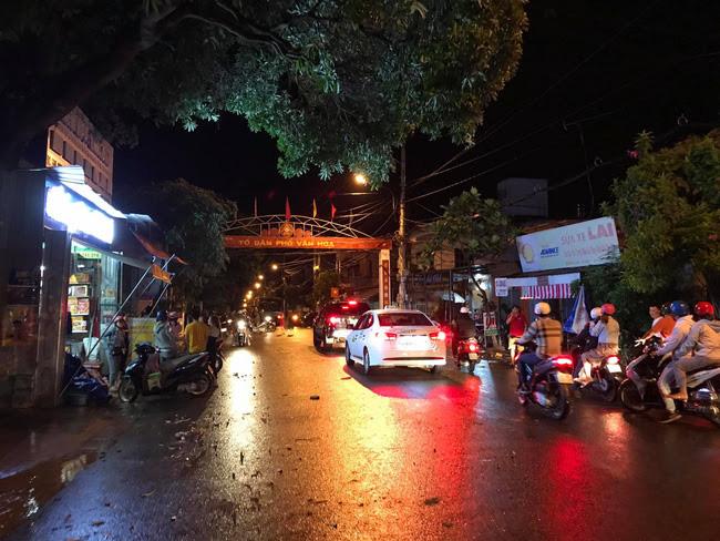 CẬP NHẬT: Hàng trăm đối tượng dùng hung khí hỗn chiến gây náo loạn đường phố Buôn Ma Thuột - Ảnh 1.