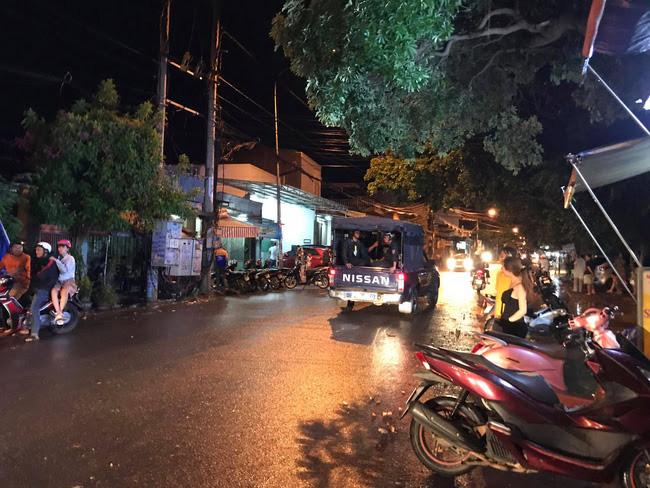CẬP NHẬT: Hàng trăm đối tượng dùng hung khí hỗn chiến gây náo loạn đường phố Buôn Ma Thuột - Ảnh 5.