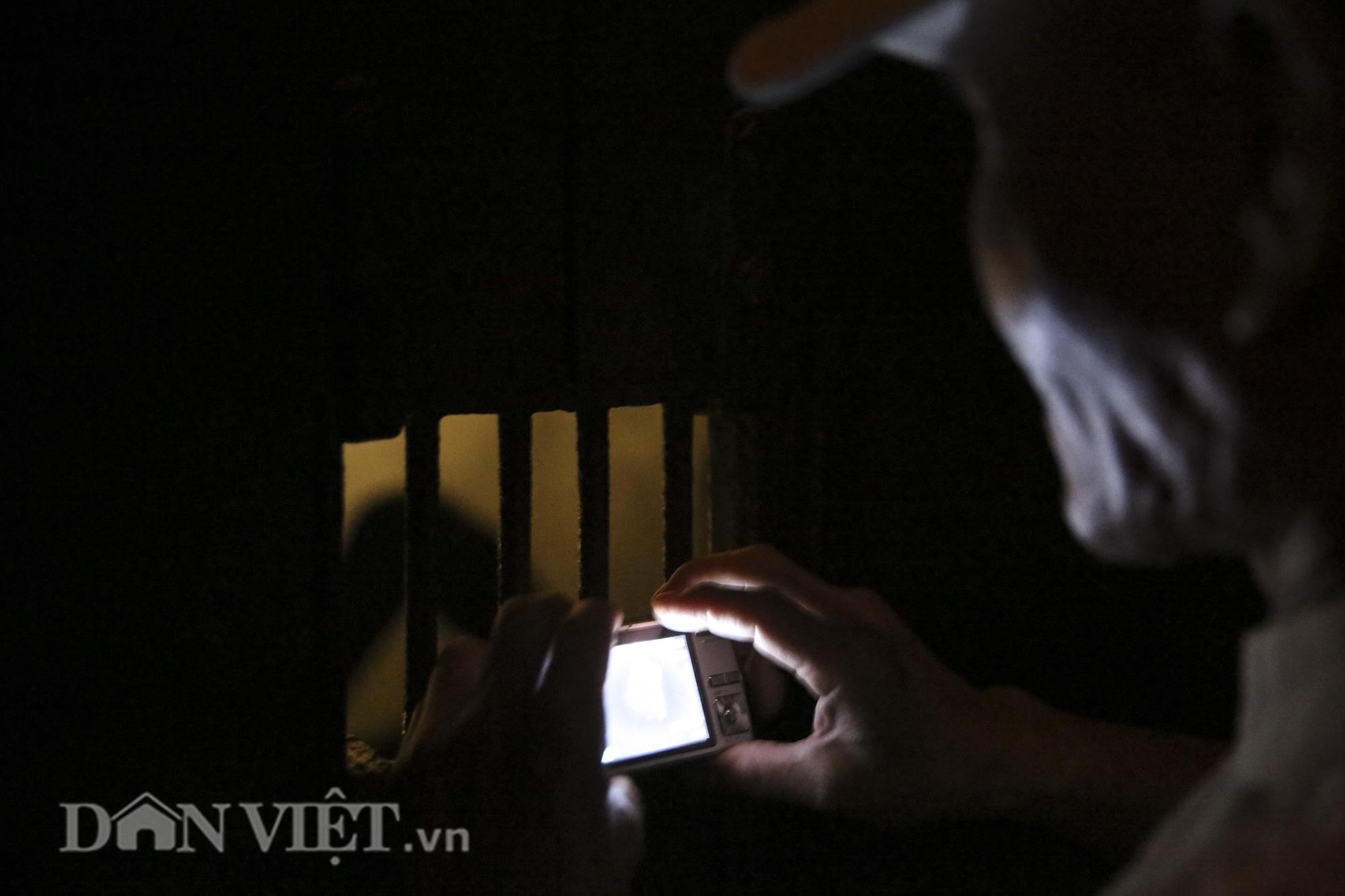 """Trải nghiệm """"đêm ngục tối"""" trong di tích Nhà tù Hỏa Lò khác gì ban ngày? - Ảnh 8."""