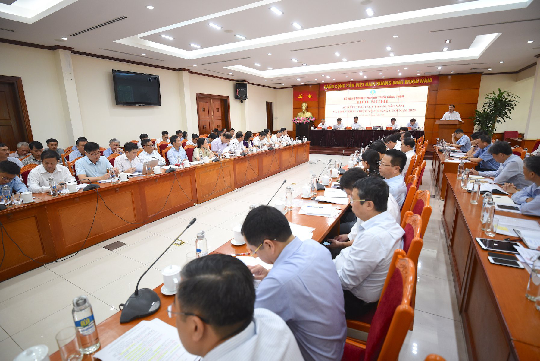 """Bộ trưởng Nguyễn Xuân Cường: Chăn nuôi thoát """"âm"""", không bàn lùi, không hạ mục tiêu tăng trưởng - Ảnh 3."""