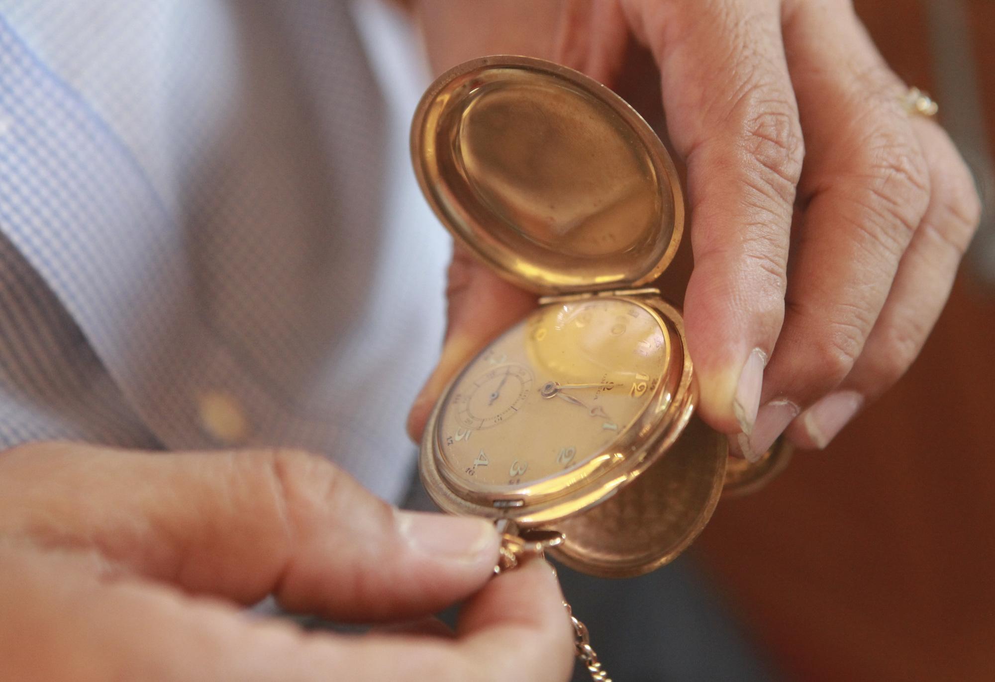 """Ông lão Hà thành và bộ sưu tập đồng hồ """"cực khủng"""", đặc biệt có chiếc có khả năng dự báo... """"bão"""" - Ảnh 3."""