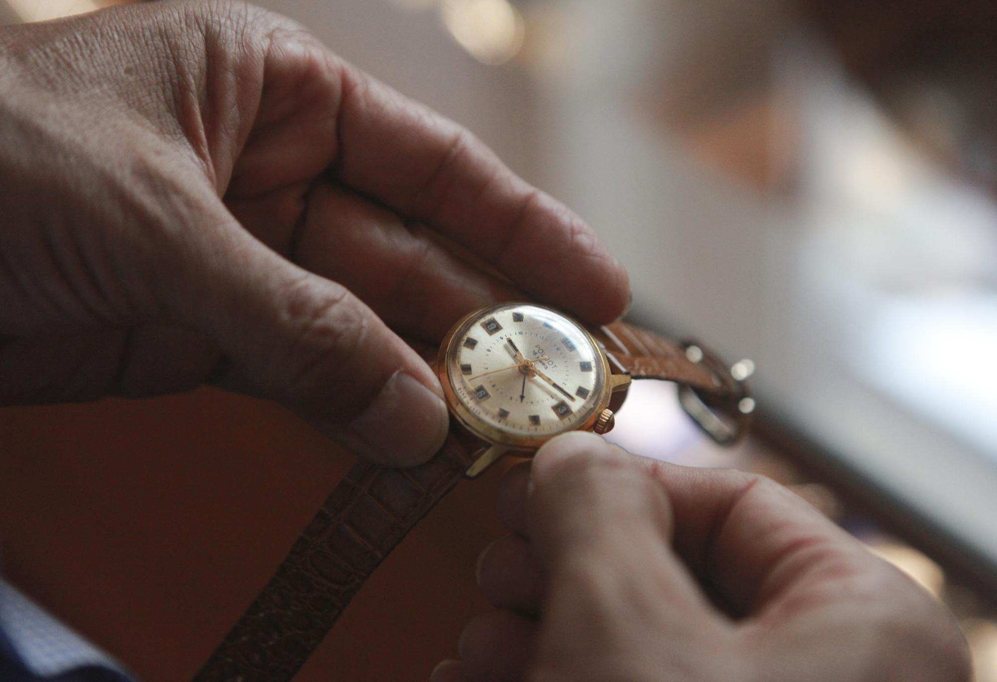 """Ông lão Hà thành và bộ sưu tập đồng hồ """"cực khủng"""", đặc biệt có chiếc có khả năng dự báo... """"bão"""" - Ảnh 4."""