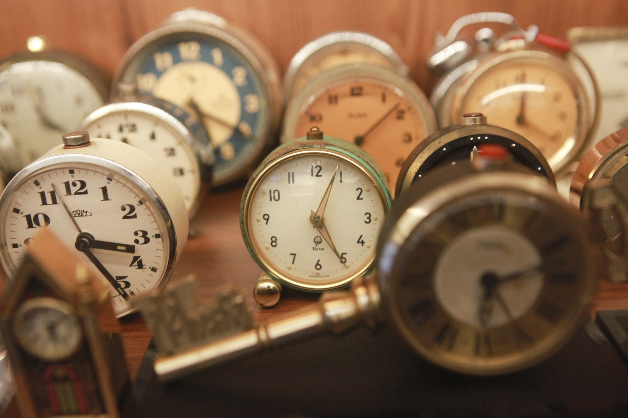 """Ông lão Hà thành và bộ sưu tập đồng hồ """"cực khủng"""", đặc biệt có chiếc có khả năng dự báo... """"bão"""" - Ảnh 6."""