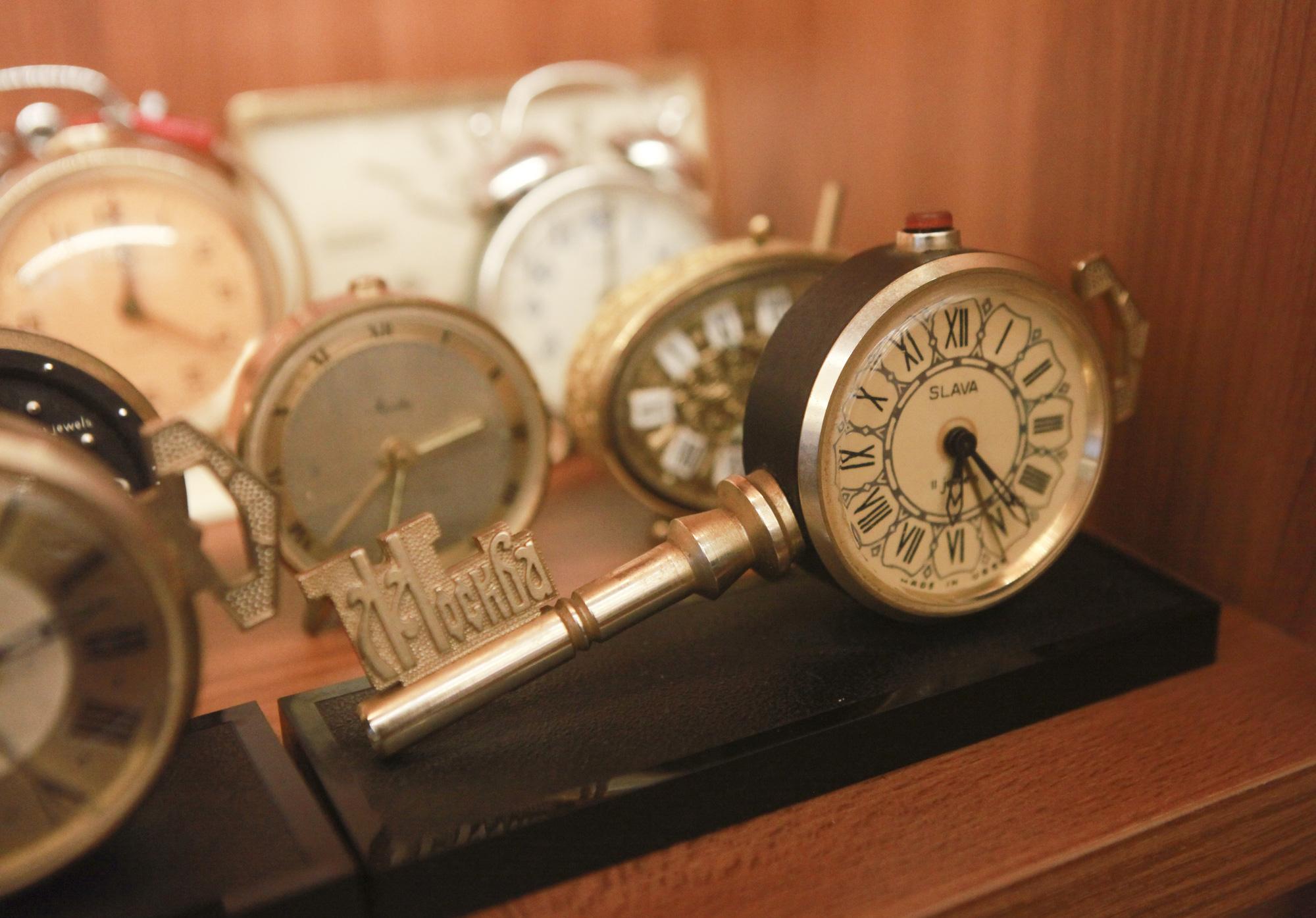 """Ông lão Hà thành và bộ sưu tập đồng hồ """"cực khủng"""", đặc biệt có chiếc có khả năng dự báo... """"bão"""" - Ảnh 7."""