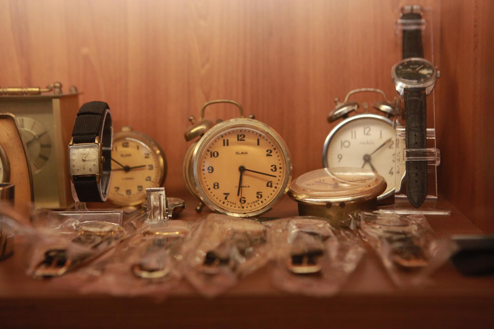 """Ông lão Hà thành và bộ sưu tập đồng hồ """"cực khủng"""", đặc biệt có chiếc có khả năng dự báo... """"bão"""" - Ảnh 9."""