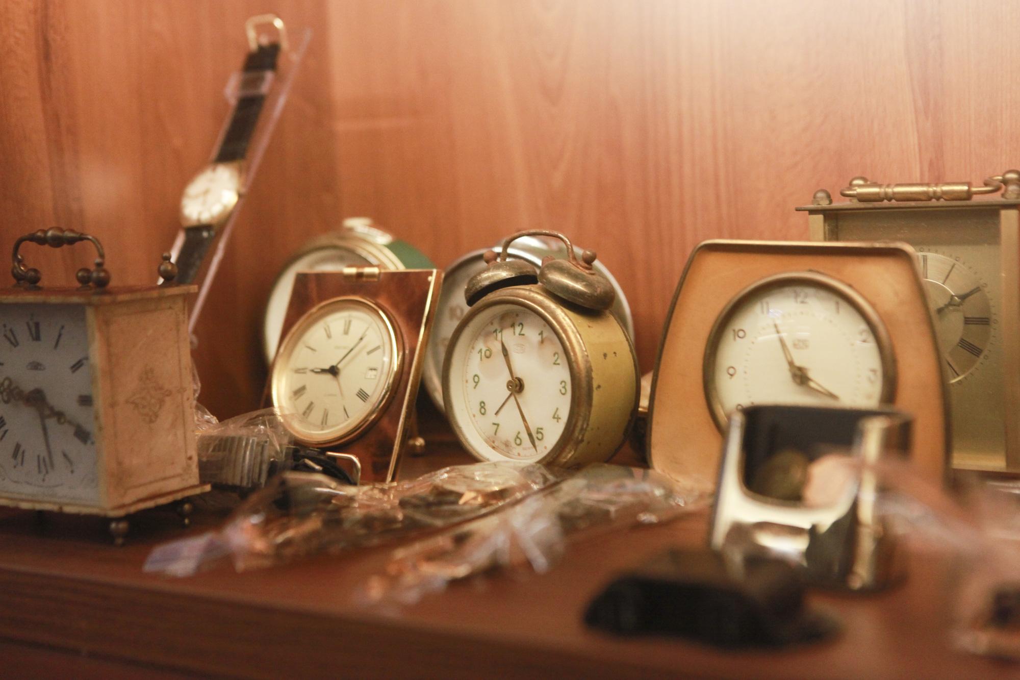 """Ông lão Hà thành và bộ sưu tập đồng hồ """"cực khủng"""", đặc biệt có chiếc có khả năng dự báo... """"bão"""" - Ảnh 8."""