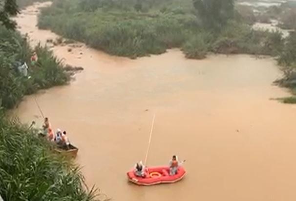 Tìm thấy nạn nhân cuối cùng trong vụ đuối nước thương tâm khiến 3 học sinh tử vong - Ảnh 2.