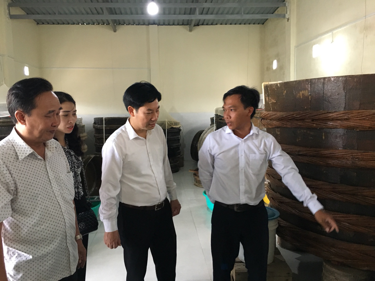 Ninh Thuận: Phó Chủ tịch Hội NDVN thăm mô hình trồng hành áp dụng công nghệ tưới nước nhỏ giọt - Ảnh 4.