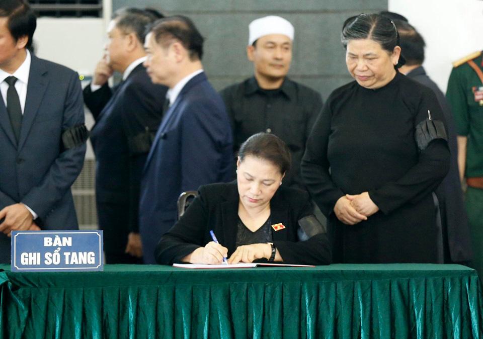 Lãnh đạo Đảng, Nhà nước đến viếng tại lễ tang đồng chí Vũ Mão - Ảnh 10.