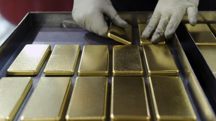 Giá vàng hôm nay 3/6: Giảm nhẹ, vàng trong nước trượt mốc 49 triệu đồng/lượng - Ảnh 1.