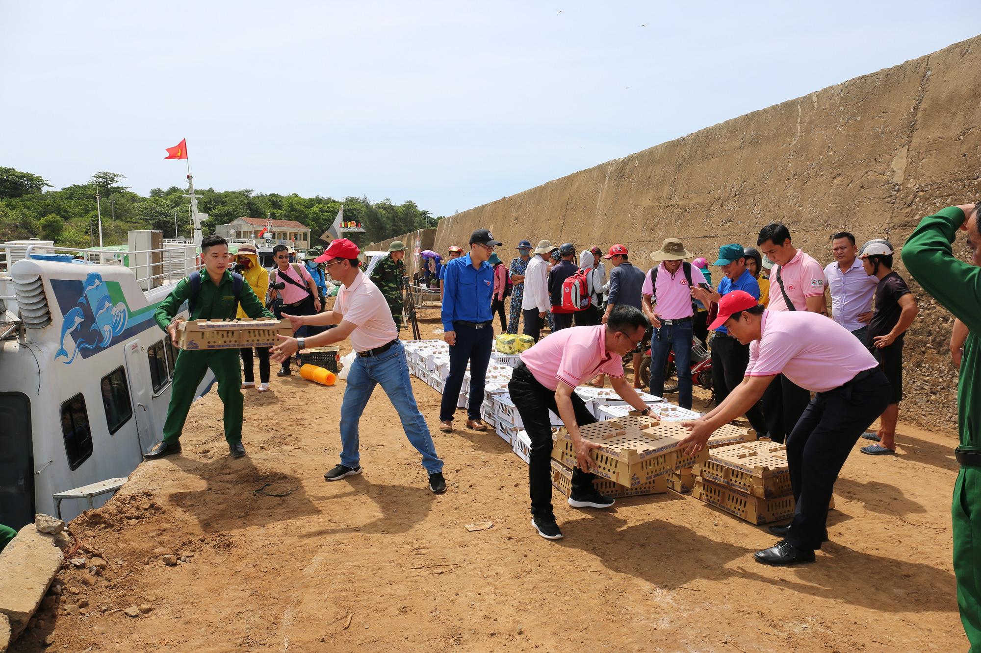 CPV tham gia chiến dịch tình nguyện hè 2020 tại đảo Cồn Cỏ - Ảnh 1.