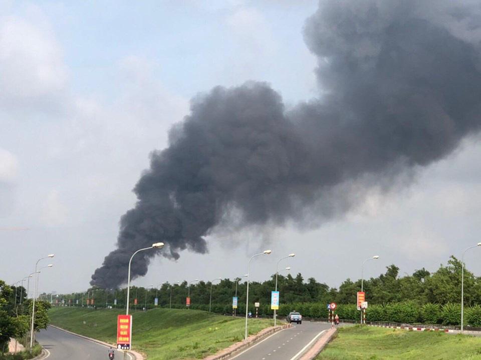 Hỏa hoạn tại kho hóa chất Đức Giang đã được khống chế - Ảnh 2.