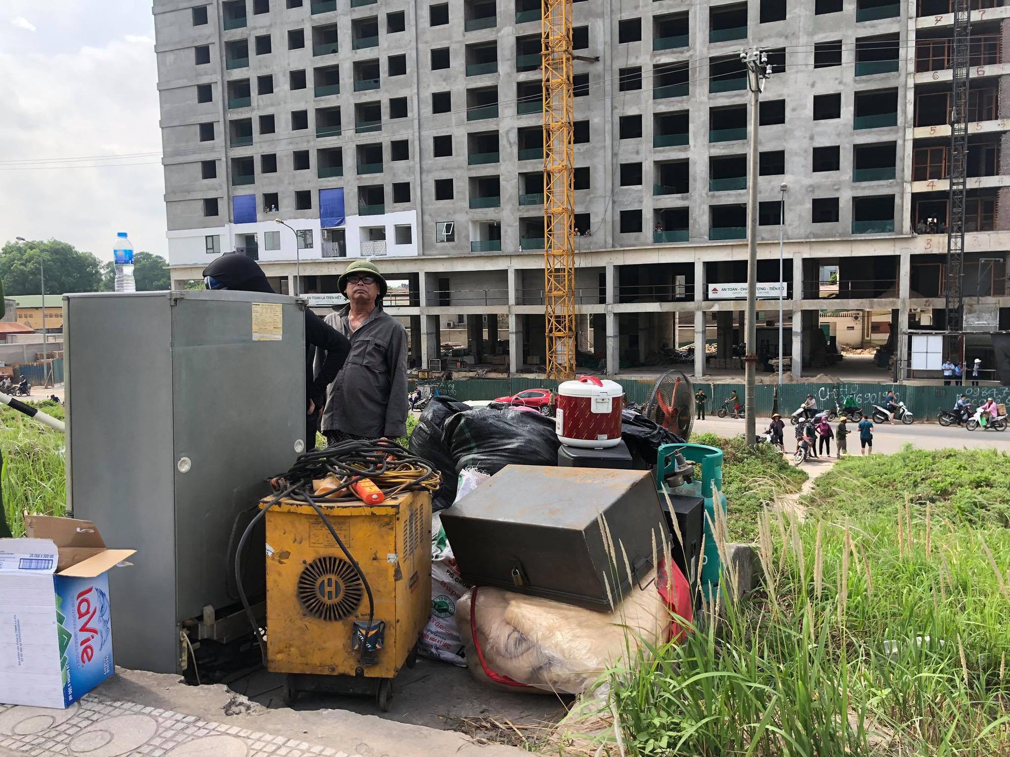 Hà Nội: Cháy cực lớn kho hóa chất ở cảng Đức Giang - Ảnh 9.