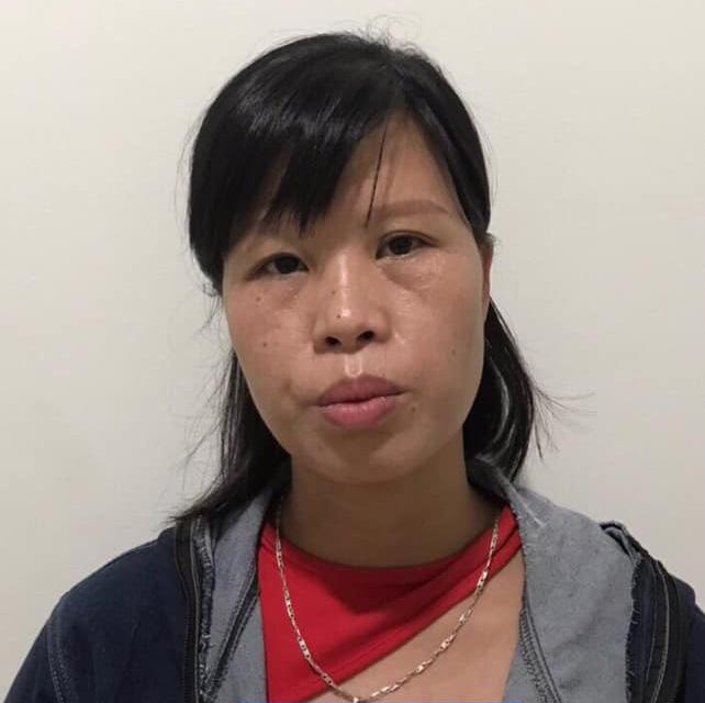 NÓNG: Khởi tố bà mẹ bỏ con ở hố gas khiến con bị dòi bọ bám dính - Ảnh 1.