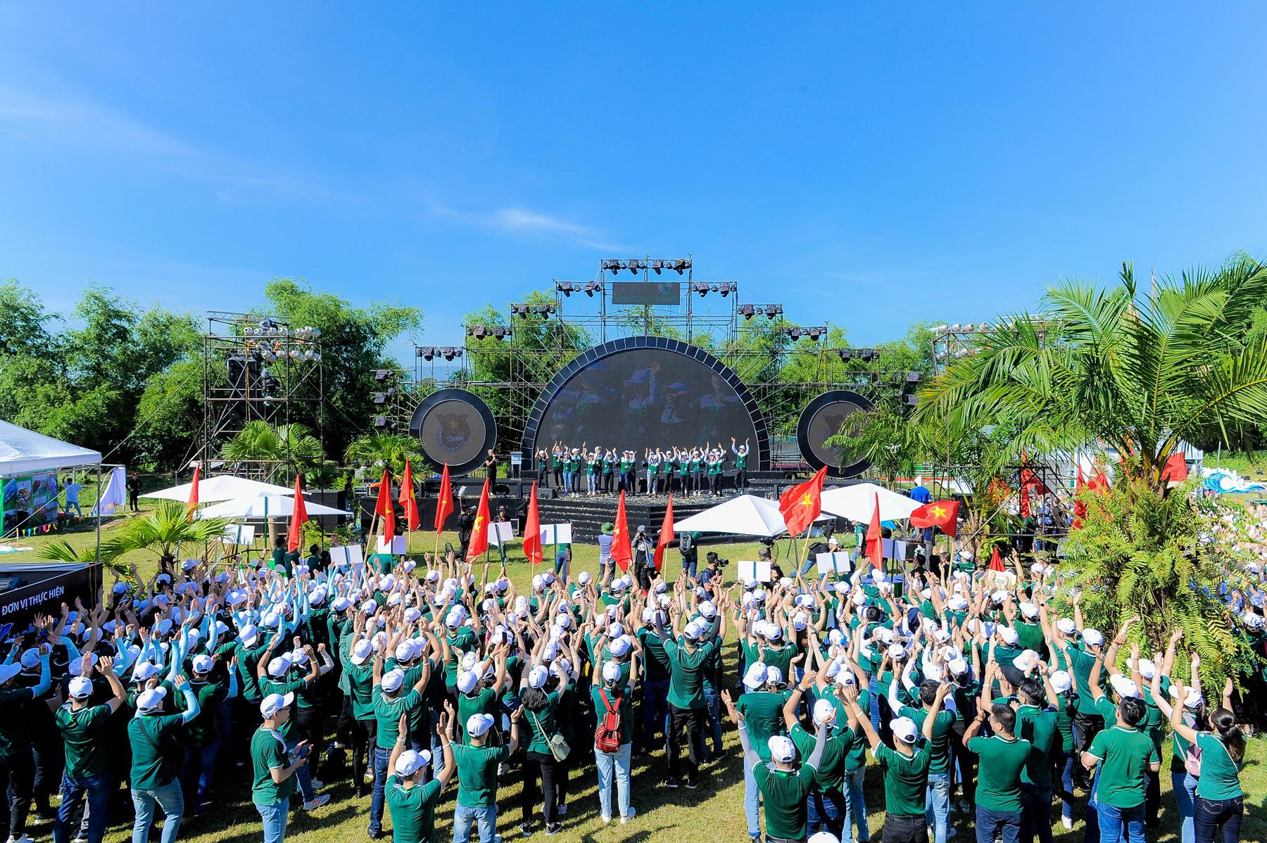 """Hội trại """"Tuổi trẻ Vietcombank – Sắt son niềm tin với Đảng"""" hướng tới chào mừng Đại hội Đảng các cấp - Ảnh 5."""