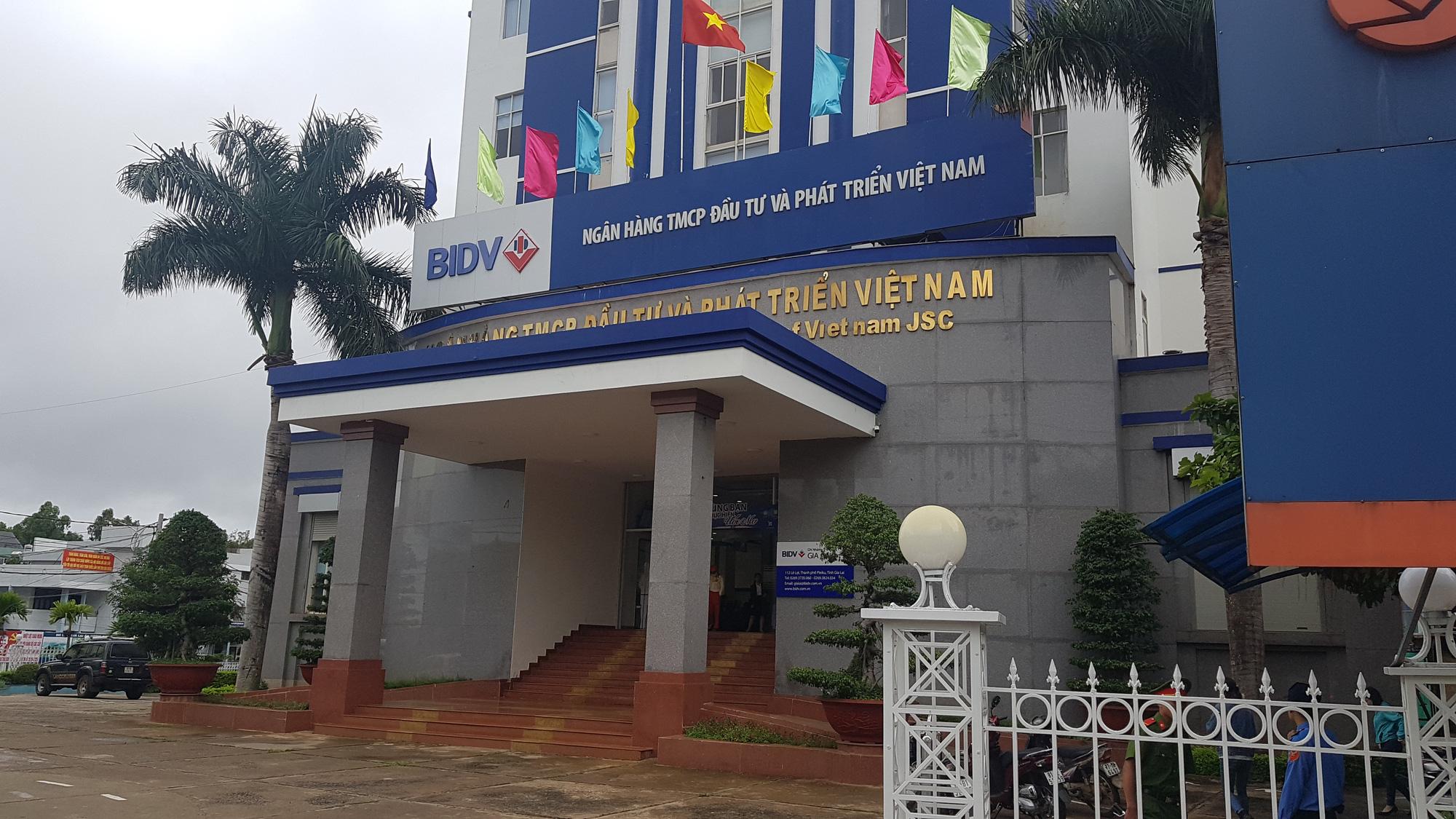 Cán bộ ngân hàng BIDV vỡ nợ trăm tỷ đã đầu thú - Ảnh 1.