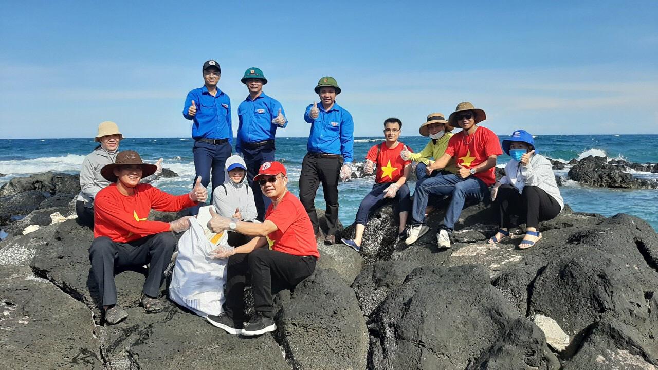 CPV tham gia chiến dịch tình nguyện hè 2020 tại đảo Cồn Cỏ - Ảnh 2.